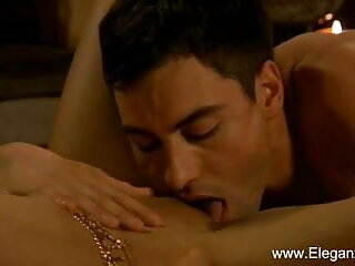 तेजस्वी श्यामला सनी लियोन अपने लाल फीता जाँघिया से पता फुल सेक्सी मूवी हिंदी में चलता है