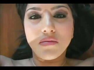 डॉगी बकवास में Papy आनंद हिंदी में सेक्सी वीडियो फुल मूवी लेता है