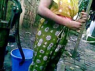 बेटी के हिंदी सेक्सी फुल मूवी पास एक गोल बट और सेक्सी कूल्हे हैं