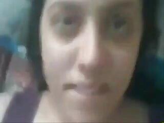 सुंदर सुंदर स्तन के साथ सुडौल सौंदर्य सेक्सी वीडियो फुल मूवी वीडियो आदमी को एक हाथ काम देता है